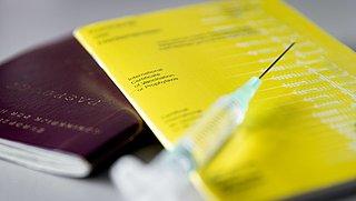 Reizen tijdens de pandemie: het gele boekje, coronapaspoort en testbewijzen