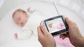 Meerderheid babyfoons met camera onvoldoende beveiligd