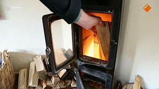 Houtrook: gezellig vuur, zieke buur
