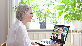 Ouderen online tijdens coronacrisis: waar kun je terecht voor hulp?