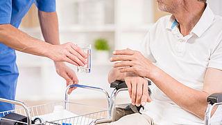 Minister wil remedie Parkinson in meer klinieken toestaan