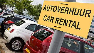 Nederlanders betalen fors meer voor huurauto dan buitenlanders