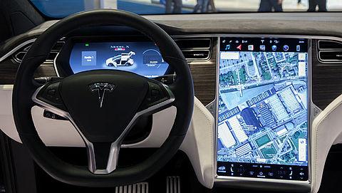 'Tesla misleidt automobilist met autopilot'
