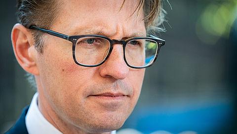 Advocaten vrezen bezuinigingen; geen rechtshulp meer voor minima - reactie minister Dekker}