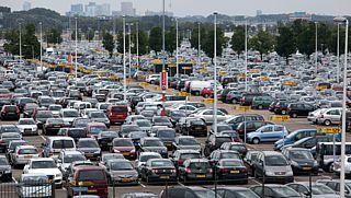 Parkeren op luchthavens steeds prijziger