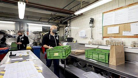 Vakbonden: 'Werknemers bang besmet te raken op de werkvloer'