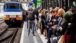 'Vermijd donderdag reizen via Amsterdam'