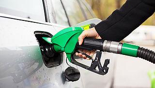 Hoge olieprijs zorgt voor flinke stijging benzineprijzen