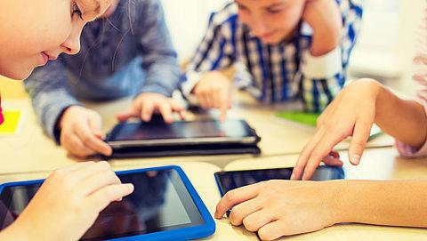 Kinderen hebben pijn na gebruik mobiele apparaten