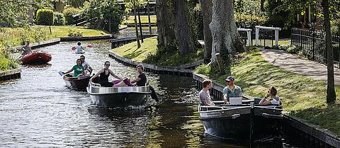 Giethoorn wil geen toeristen op bootjes (of fietsen)