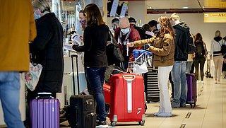 'Nederlanders lopen risico onverzekerd op reis te gaan'