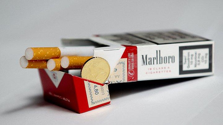 Pensioengeld artsen en paramedici naar wapen- en tabakhandel: 'Help tabak de wereld uit'