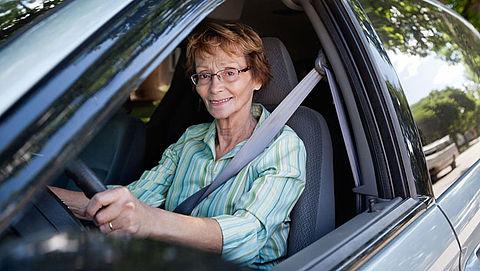'Oudere betaalt fors meer voor autoverzekering'}