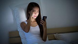 'Nachtmodus op smartphones helpt tegen slaapproblemen'