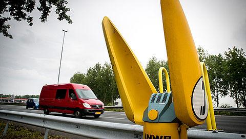 Gele praatpaal langs snelweg verdwijnt