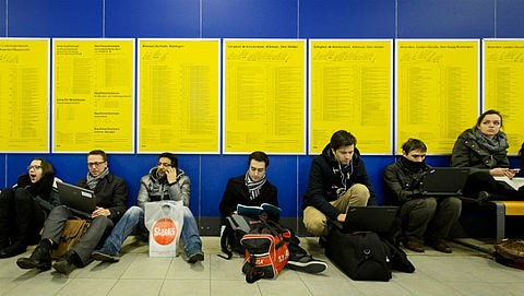 Reiziger in gestrande trein minder lang vast