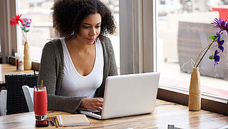 Laptop in de koffiebar: weinig winstgevend, maar niet storend
