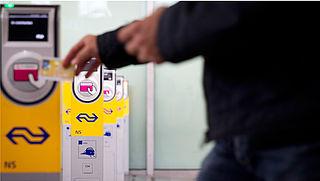 Reizigers krijgen geld ov-chipkaart sneller terug