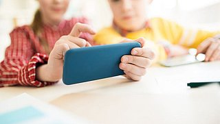 'TikTok moet Nederlandse kinderen schadevergoeding betalen voor doorspelen gegevens'