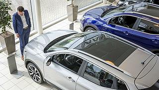 'Voordeel voor autokoper door grote voorraad dealer'