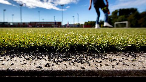 'RIVM onderschat gezondheidsrisico's voor kinderen die op kunstgras sporten'