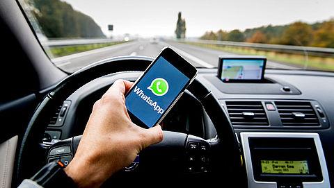 'Bestraf smartphonegebruik tijdens autorijden met celstraf'}