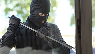 Inbraken en en overvallen nemen af, cybercrime neemt juist toe