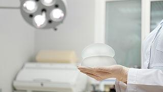 In opspraak geraakte borstimplantaten met ruw oppervlak niet verboden
