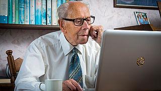 'Verhoog AOW-leeftijd tot minimaal 69'