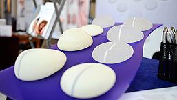 Campagne voor vrouwen met silicone borstimplantaten