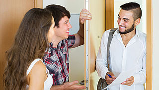 ACM pakt agressieve deurverkopers aan