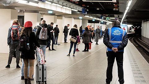 Reizigers krijgen compensatie na metrostoringen Amsterdam}