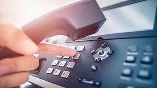 'Doorschakeldiensten misleiden consument ondanks transparantie over kosten'