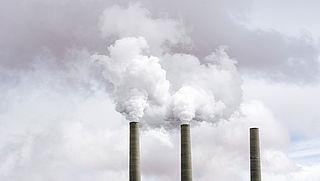 'Hogere prijs op CO2-uitstoot voor bedrijven'