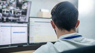 Gemeenten houden inwoners online in de gaten, protocol ontbreekt