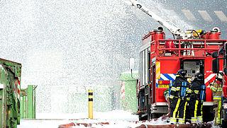 Al jaren gif in blusschuim brandweer