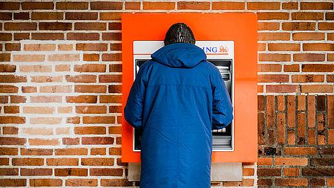 Banken willen landelijk dekkend netwerk van geldautomaten}