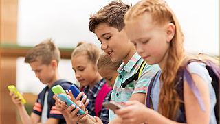 Kinderen spelen meer met telefoon dan buiten