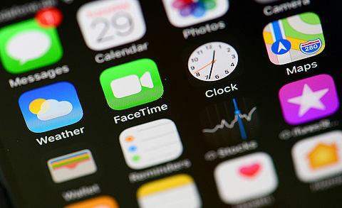 Welke videobel-app kun je het beste gebruiken? Check het met de keuzehulp van Autoriteit Persoonsgegevens