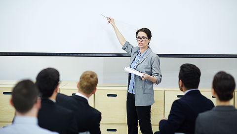 'Arbeidsinspectie moet overwerk op universiteiten onderzoeken'
