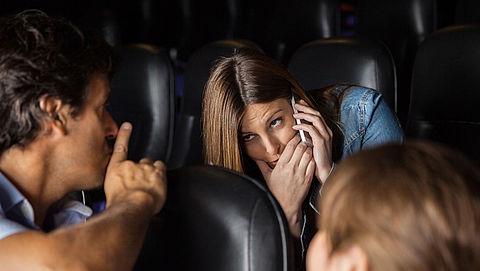 Praten en mobieltjes ergernis in theater