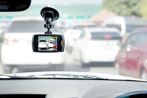 Dashcams: filmen vanuit je auto mag, maar mogen de beelden ook online?}