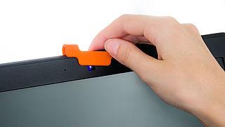 Apple: 'Plak je MacBook-webcam niet af met een schuifje'