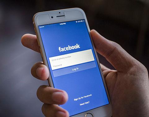 Facebook test nieuwe functie nieuwsoverzicht}
