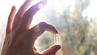 Moet je extra vitamine D slikken omdat je nu veel binnen zit?