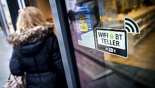 Autoriteit Persoonsgegevens geeft Enschede boete om wifi-tracking in binnenstad