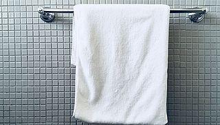 Er zitten meer bacteriën op je badhanddoek dan je denkt, maar is dit ook zorgelijk?