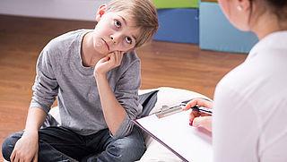 Wachtlijst jeugdzorg door stijgende vraag en bezuinigingen budget