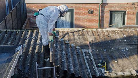 Verwijdering van asbestdaken loopt vertraging op