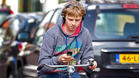 Appen op de fiets: 95 euro boete